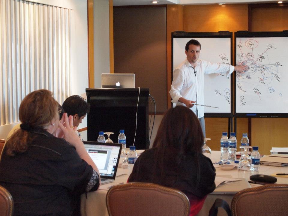 David Jenyns presenting at his SEO workshop #TheSEOMethod3